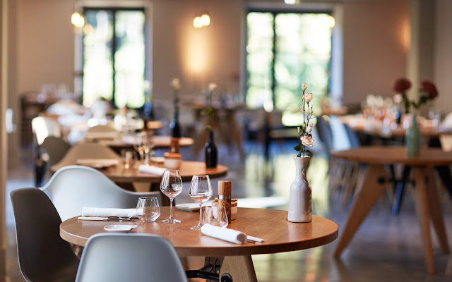 How Restaurant Table Booking System Improve Restaurant Business