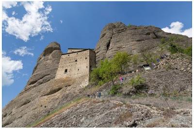 Gite in Liguria - Trekking medio facile verso il Castello della Pietra