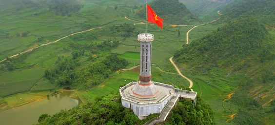 "Learn about landmarks ""Lung Cu flagpole"" in Ha Giang"