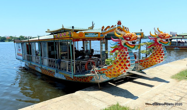 LOS BARCOS DEL DRAGÓN DEL RÍO PERFUME. Hue, Vietnam