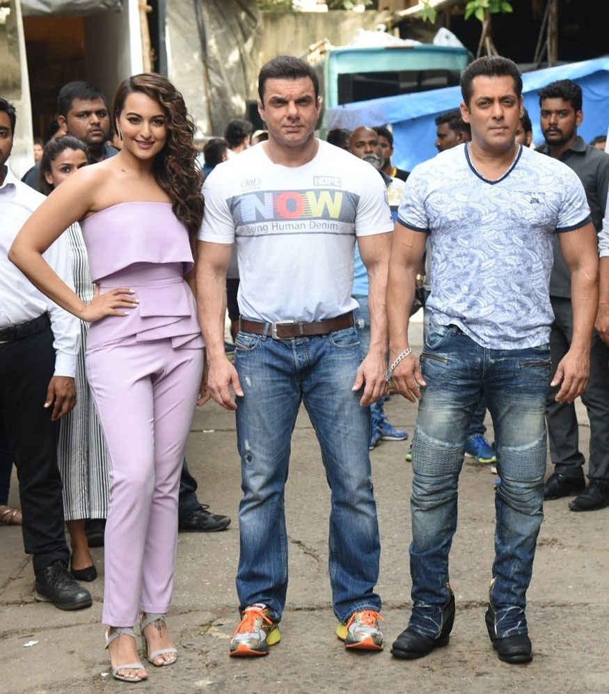Sonakshi Sinha, Sohail and Salman Khan on The Sets of 'Nach Baliye Season 8'