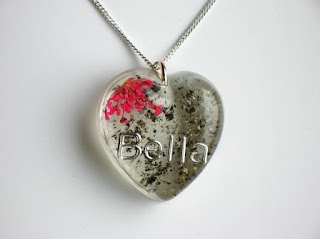 Personalised keepsake jewellery for ashes