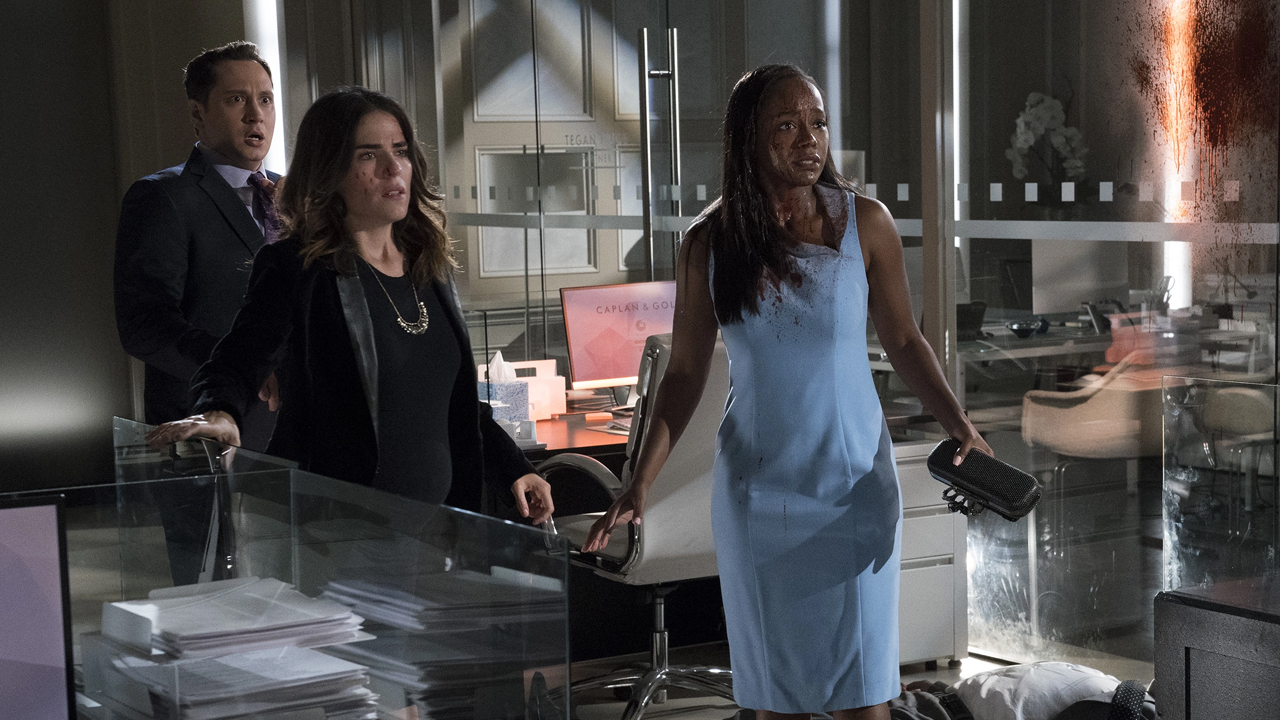 Fotografía de Asher, Laurel y Michaella en el mid-season finale de 'How to Get Away with Murder'