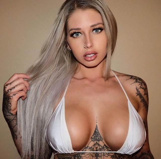 Foto Model Wanita Bertato Paling Top Dan Hot, Asli Seksi Semua