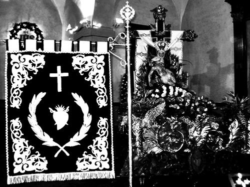 Guion y paso de la Virgen de las Angustias. Cofradía de Nuestra Señora de las Angustias y Soledad. León. Foto G. Márquez.