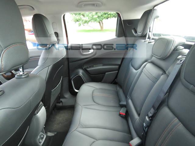 Fiat Toro 2.0 Diesel Volcano 4x4 - interior - espaço traseiro