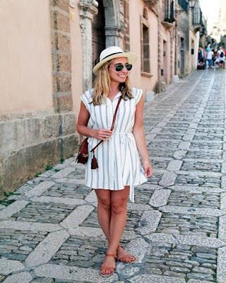 outfit de turista para la playa de verano