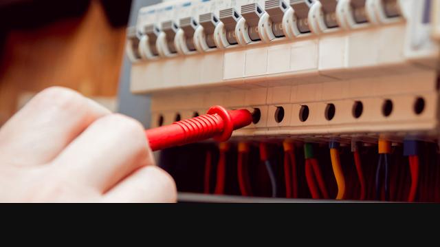 Technicien en Électricité de Maintenance Industrielle