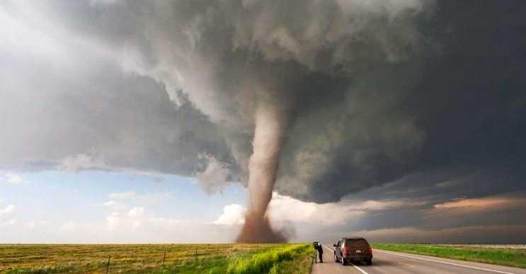 Kasırgalar şiddetli rüzgarlarla beraber ortaya çıkar ve etkileri çok yıkıcı olur.