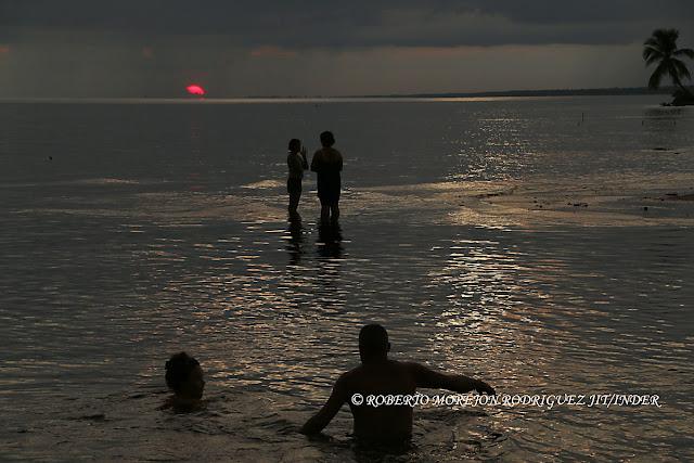 Fotografías del crepúsculo en Playa Mayabque Cuba