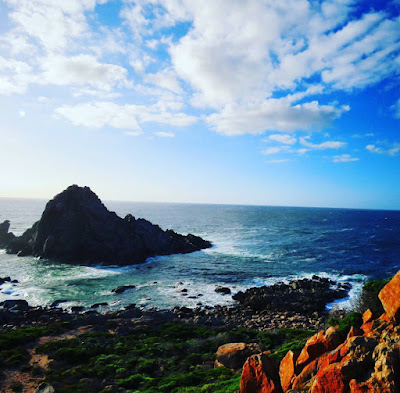 Perth to Margaret River Road Trip Pitstop: Sugarloaf Rock