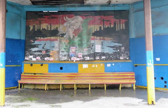 Константиновка. Трамвайная остановка нефункционирующего трамвая. Граффити