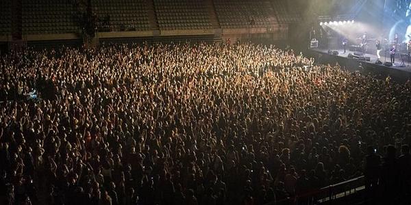 Συναυλία με θεατές στην Ισπανία και γεμάτες κερκίδες στην Ολλανδία - Κοινωνικά πειράματα για τον κορωνοϊό
