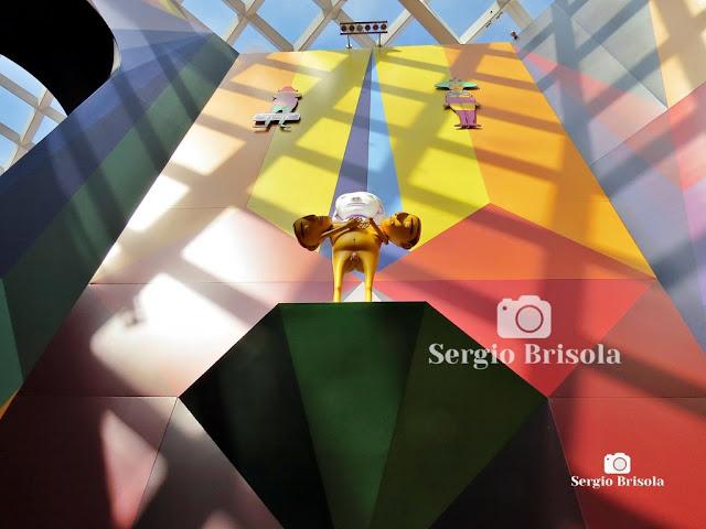 Instalação no Octógono da Pinacoteca SP (3) - OsGemeos