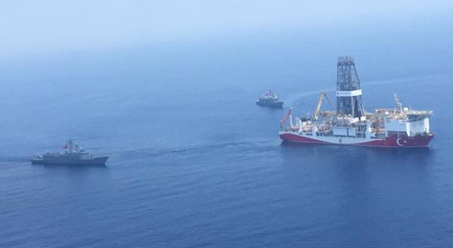 Τουρκικό ΥΠΑΜ: Πολεμικά πλοία και αεροσκάφη συνοδεύουν «Γιαβούζ» και «Φατίχ»