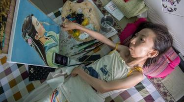 Lumpuh 32 Tahun, Tapi Wanita Ini Mampu Hasilkan Lukisan yang Menakjubkan