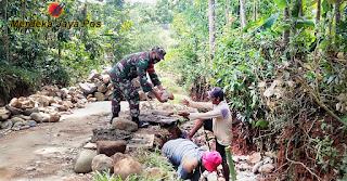 Kerja Bakti Pembuatan Talud Jalan Adalah Wujud Nyata Kemanunggalan TNI dengan Rakyat