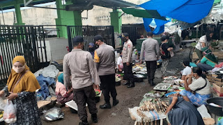 Program Kampung Sehat 2 terus di gelorakan. Polsek Tanjung minta Pengunjung pasar jangan abaikan prokes