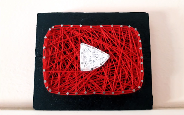 Strinf art : youtube play button