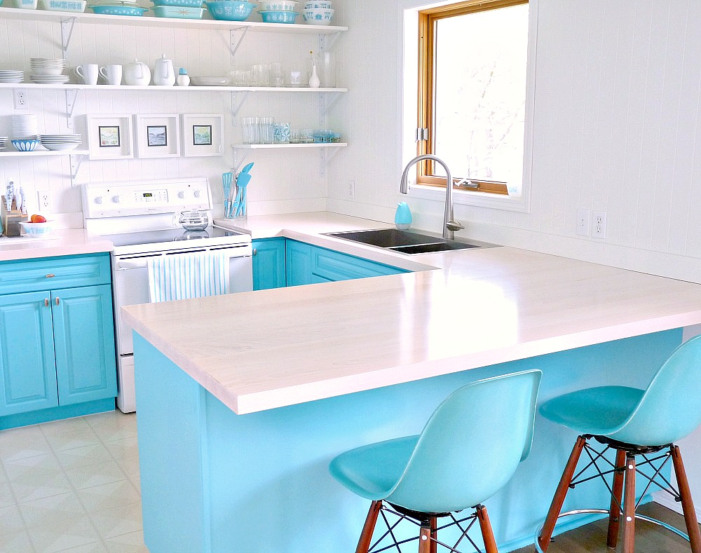 A Budget-Friendly Turquoise Kitchen Makeover | Dans le Lakehouse