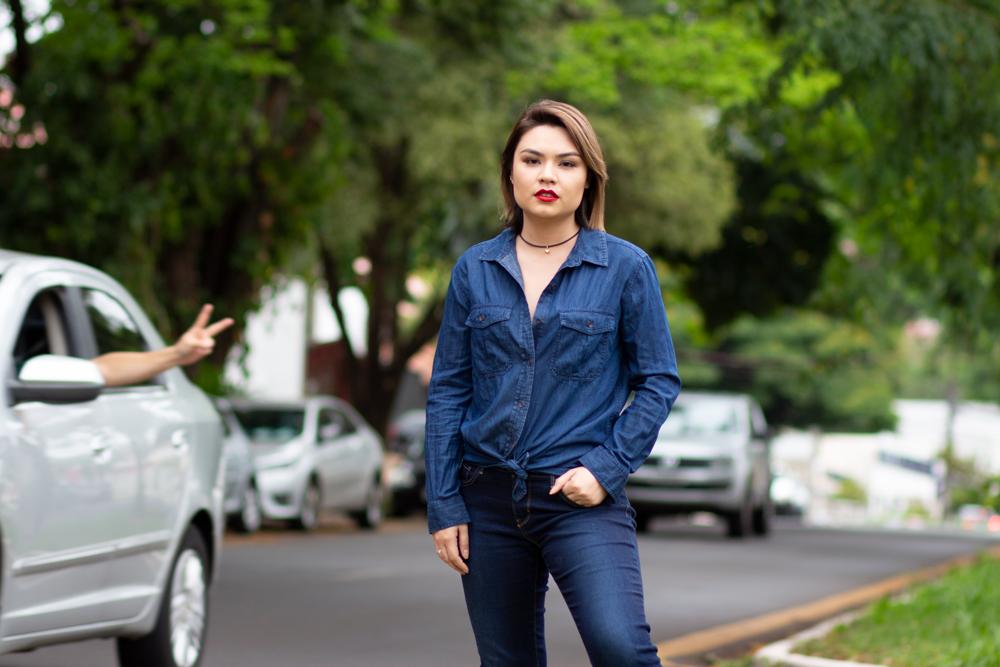 Look camisa e calça jeans por Amanda Hossoi