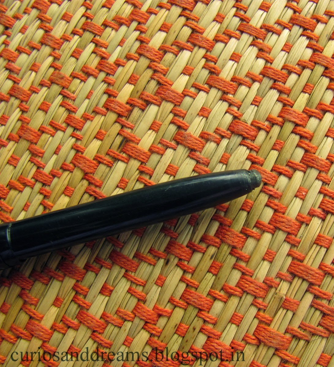 Lakme Forever Silk Eyeliner Gypsy Green Review, Lakme Forever Silk Eyeliner Gypsy Green swatch