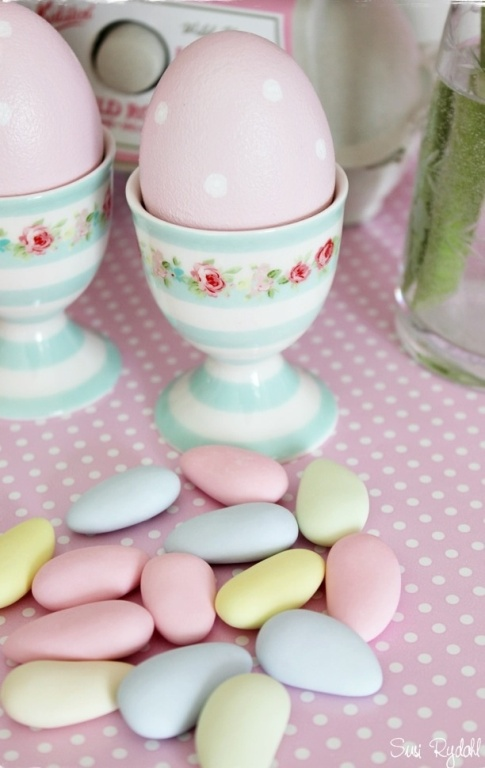 pastel and romantic Easter decoration