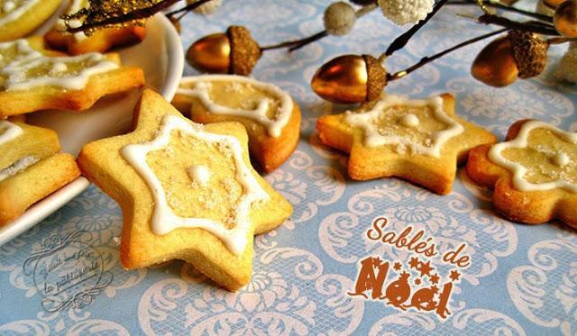 Sables de Noël avec glace royale