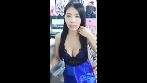 Watch Asian babe doing FB live video streaming [53:22}