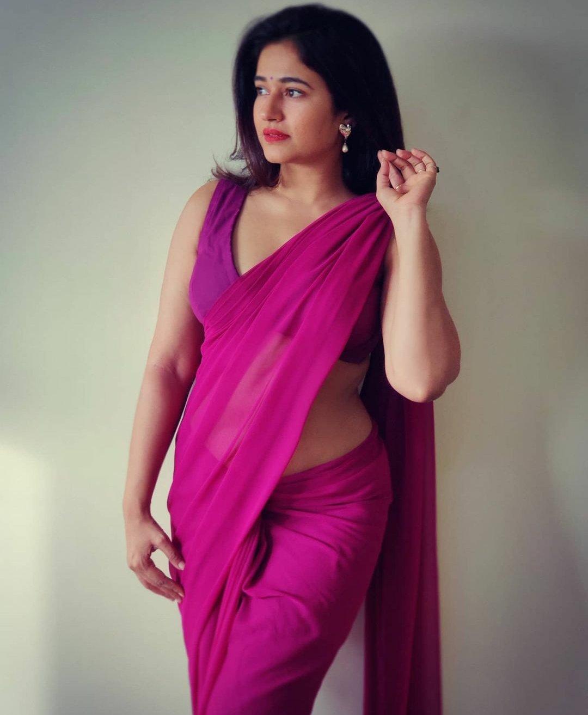 Poonam Bajwa Violet Colour Saree so beautiful pics