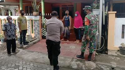 Bersama Tim Satgas PPKM Mikro, Babinsa Koramil 04/Meureubo Cek Kondisi Warga Yang lsolasi Mandiri Di Rumah