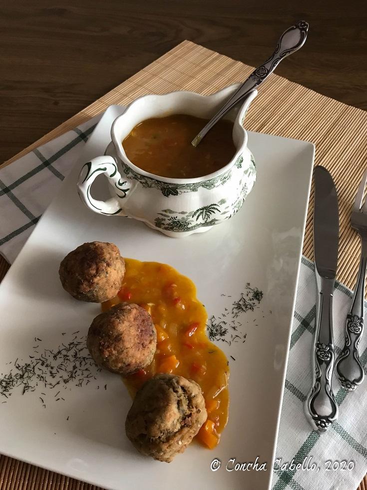 albóndigas-berenjena-blanca-salsa-verduritas-curry