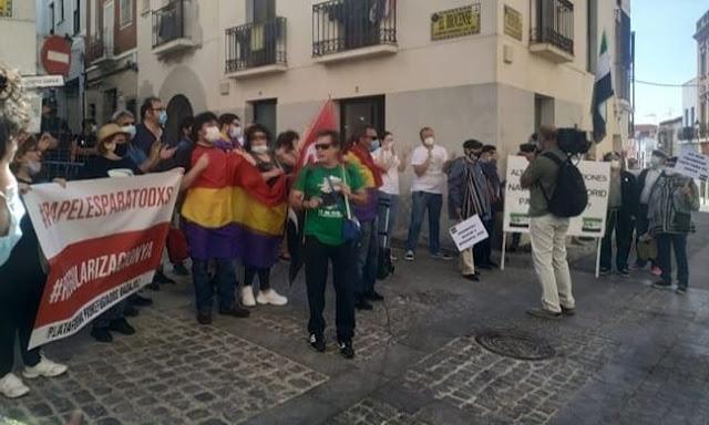 ¡Viva la república! el grito en el acto de reapertura con Portugal en Badajoz