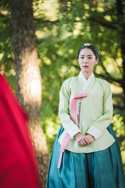 Karakter Jo Hwa-Jin (Selir Raja Cheoljong) Drama Mr. Queen