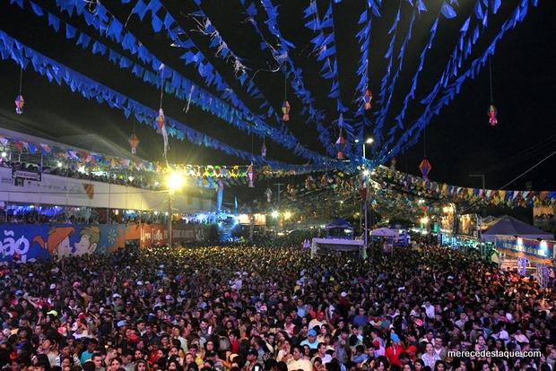Marília Mendonça arrasta multidão na penúltima noite do São João da Moda 2016