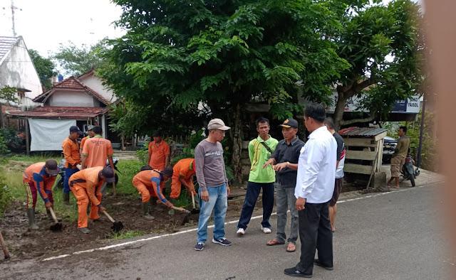 DLH, Kelurahan Serasan Jaya Bersama Masyarakat Gotong Royong