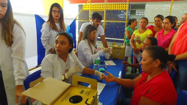 """Em Delmiro Gouveia, confira vídeo e imagens do """"Projeto Papo de Biomédica"""", realizado na Escola Municipal Maria Dulce Cavalcante Feitosa"""
