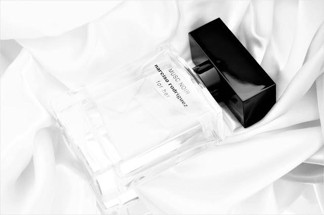 narciso rodriguez for her musc noir avis, narciso rodriguez for her musc noir eau de parfum, parfum narciso rodriguez for her musc noir, narciso rodriguez for her parfum, parfums narciso rodriguez, parfum femme, parfum mixte, perfume review, perfume, fragrance, parfum pour femme, parfumerie féminine, blog sur les parfums, revue parfums