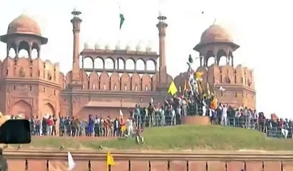 Indian Farmers Wave the Khalistan Flag Over the Red Fort