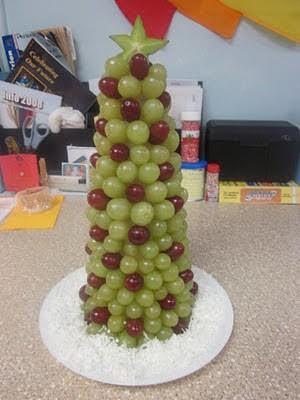 arvores de natal feita com uvas