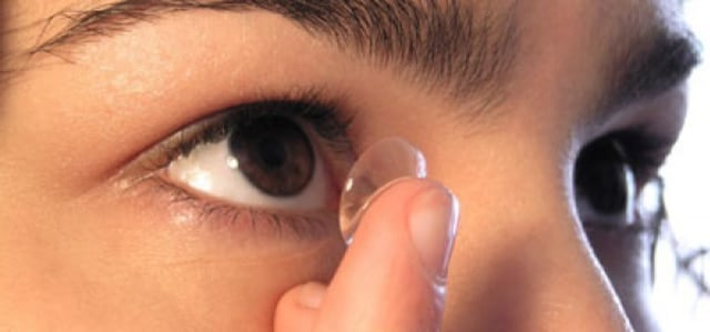 Here's How To Wear and Take Care of Contact Lenses So That The Eyes Are Not Irritated