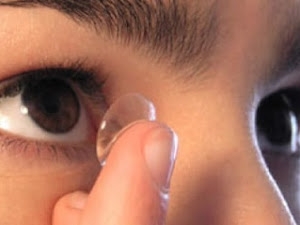 Theboegis : Here's How To Wear and Take Care of Contact Lenses So That The Eyes Are Not Irritated