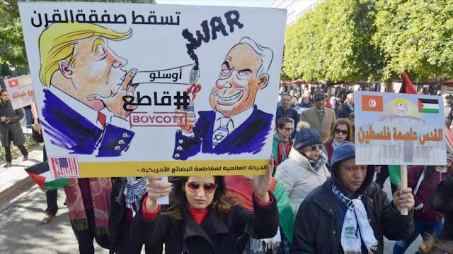 """Miles de tunecinos rechazan el llamado """"acuerdo del siglo"""" de EEUU"""