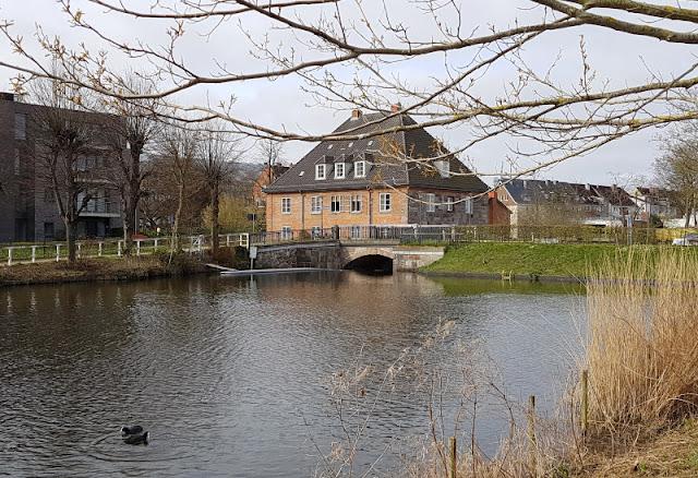 Küsten-Spaziergänge rund um Kiel, Teil 4: Entlang am Ufer der Schwentine. Malerische Brücken über die Schwentine machen den Spaziergang spannend.