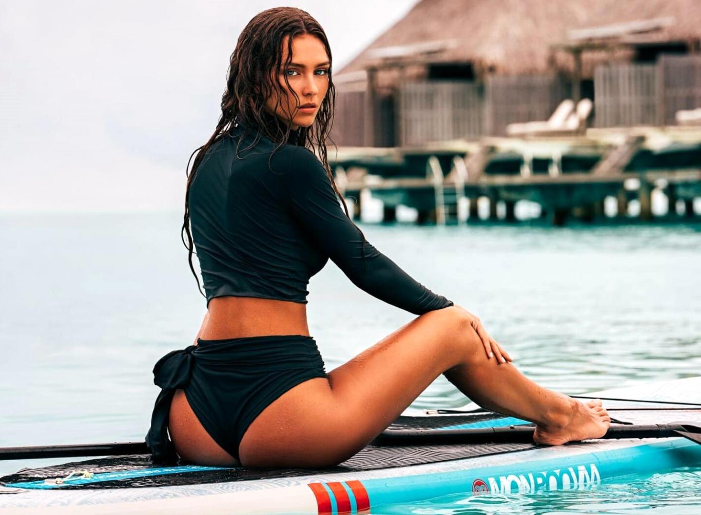 Rachel Cook Bikini Butt Hot Wallpaper