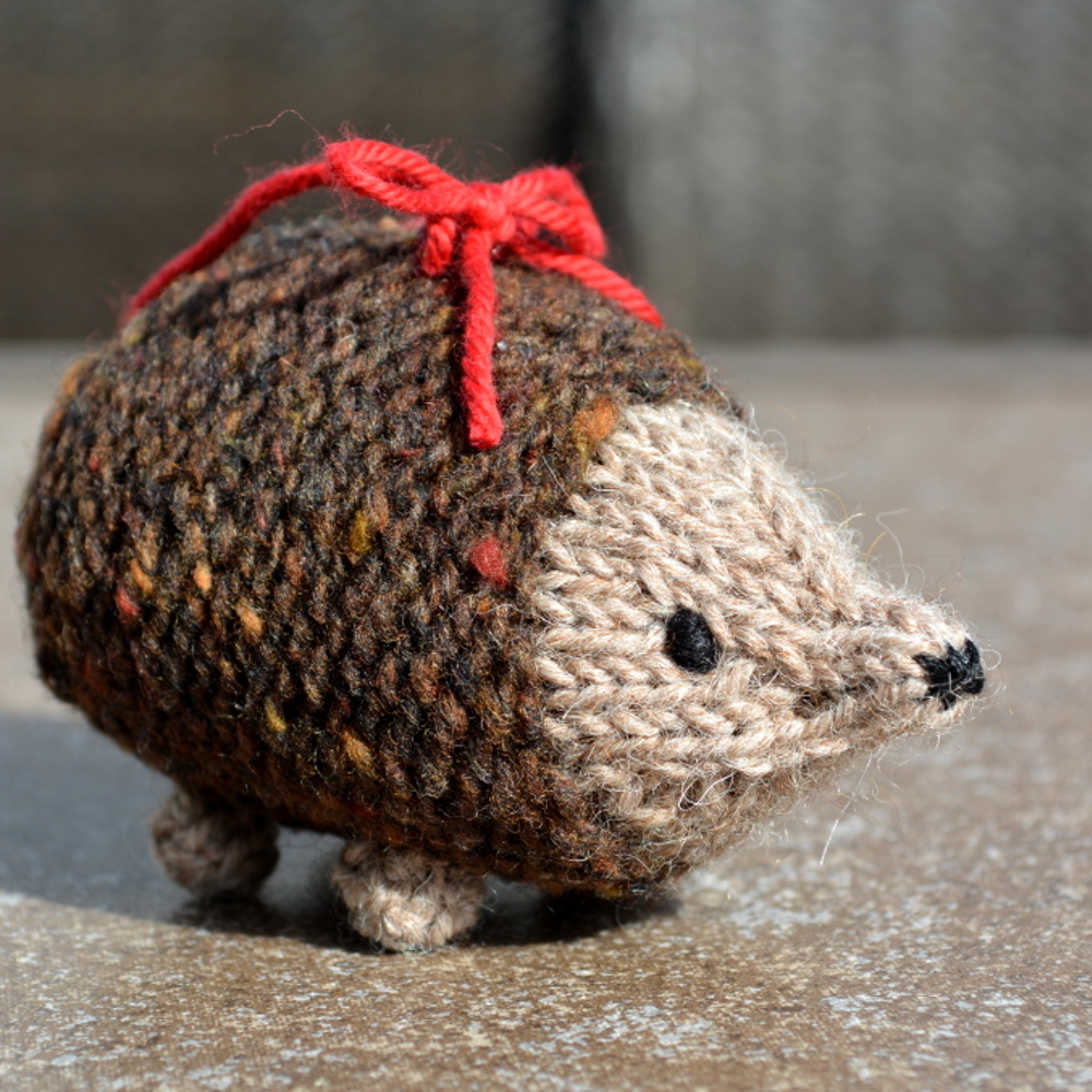 cozy birdhouse | hedgehog