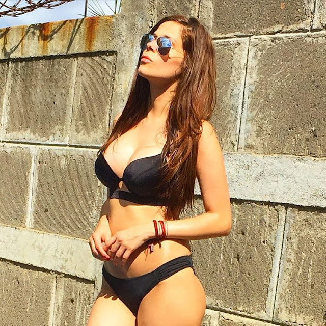 Sexy WAG: Gwen Garcia (photos)