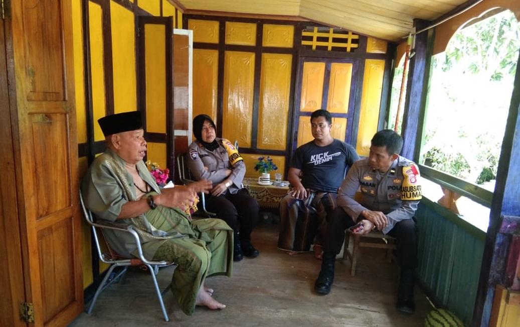 Jelang Pilkada, Satuan Binmas Polres Kep. Selayar Sambangi Desa Kayu Bauk