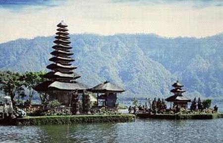 Danau Beratan Bedugul Tabanan Bali Objek Wisata Indah