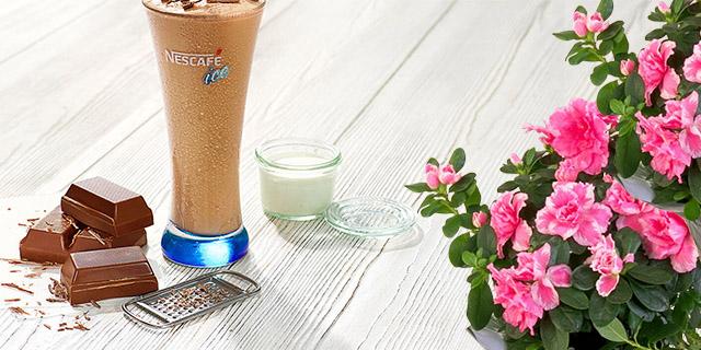 ev yapımı nescafe classic çikolatalı ve kremalı soğuk kahve